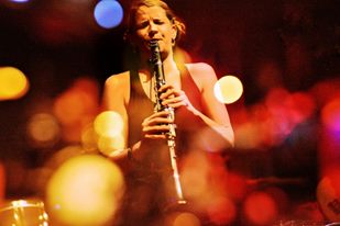 Crystal Beth clarinet_photo by Joe Iano